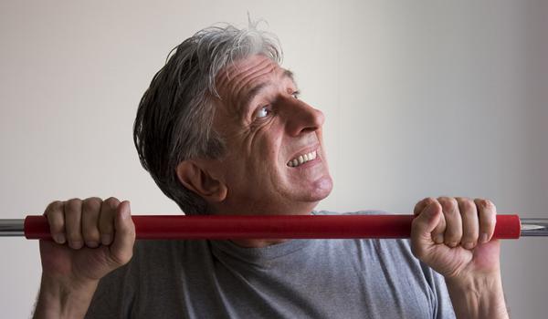 la perdita di forza muscolare è uno dei sintomi dell'andropausa