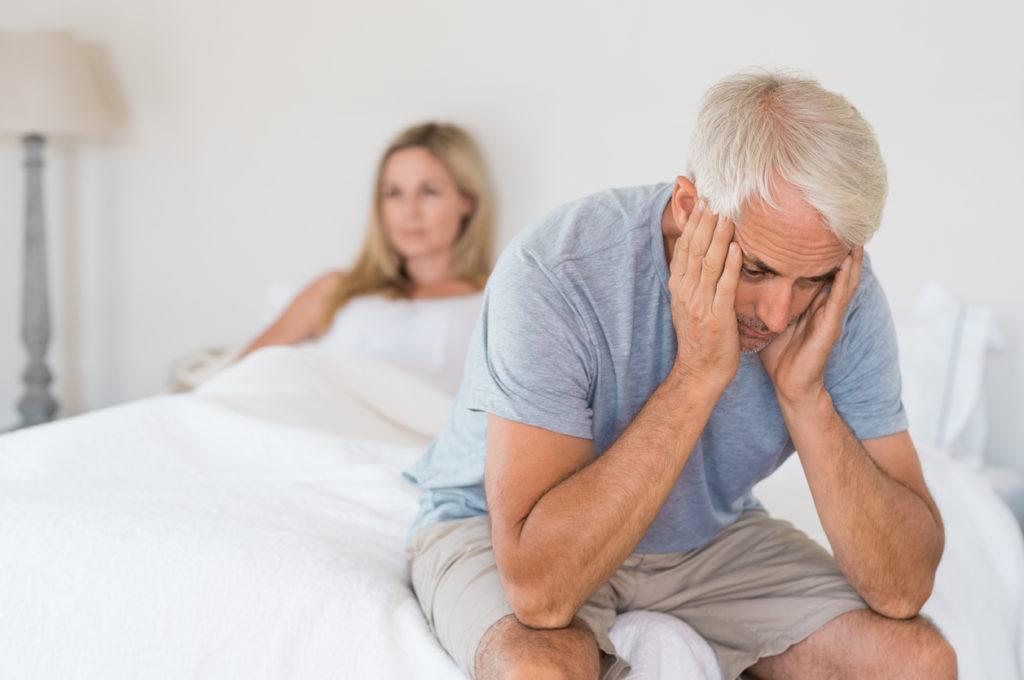 le difficoltà di erezione sono uno dei sintomi di andropausa